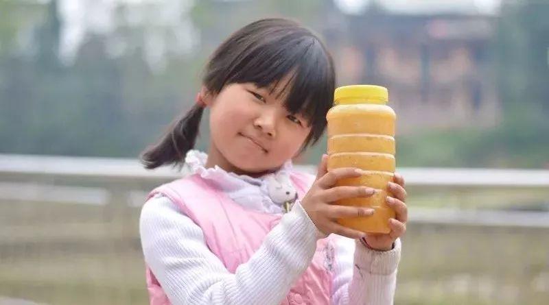 如何用牛奶蜂蜜制作面膜 蛋清蕃茄汁蜂蜜 蜂蜜瓶价格 过期蜂蜜可以做面膜吗 核桃红枣蜂蜜
