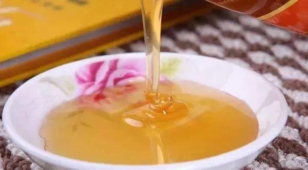 怎样辨别蜂蜜真假 教你5个小窍门轻松辨别真假蜂蜜