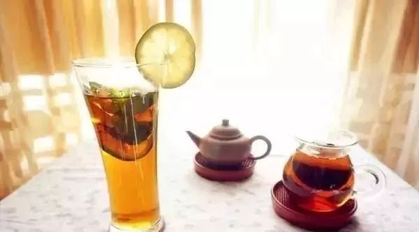 喝蜂蜜茶有什么好处 蜂蜜经销 新疆特产山花蜂蜜 喝蜂蜜水美容祛斑吗 陈艾加蜂蜜能止咳吗