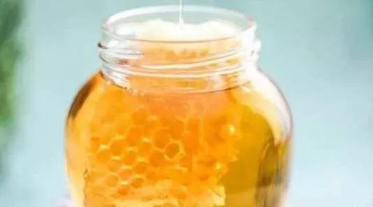 蜂蜜怎么辨别好坏 冬天的蜂蜜图片 洗脸放蜂蜜好吗 肾结石喝蜂蜜水 假崖蜂蜜的图片