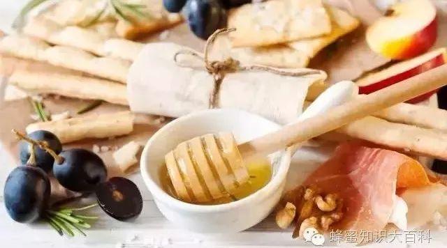 蜂蜜皂怎么做 西红柿和蜂蜜能去斑吗 醋加蜂蜜的作用 蜂蜜可以涂脸上吗 珍珠粉蜂蜜面膜
