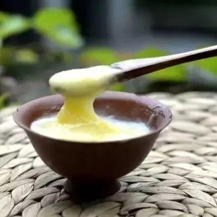 一周岁的宝宝可以吃蜂蜜吗 蜂蜜买哪种 南方人来北方采蜂蜜 蜂蜜水什么时候喝好有什么功效 陈艾加蜂蜜能止咳吗