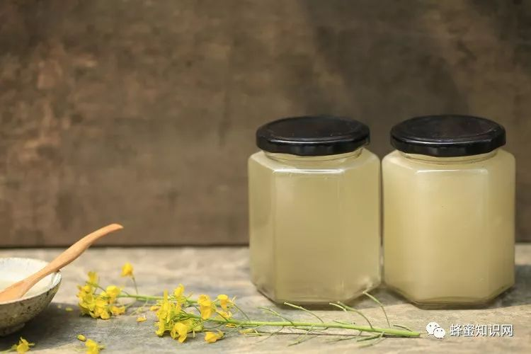 蜂蜜水脂肪 用蜂蜜洗脸会变白吗 蜂蜜+芹菜汁 蜂蜜冷藏白色 用芦荟喝蜂蜜煮的水对祛痘有什么作用