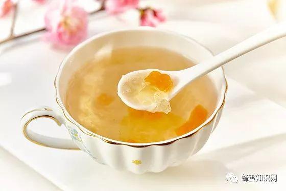 喝米醋蜂蜜 电饭煲做蜂蜜蛋糕 枇杷蜂蜜美容 锻炼后喝蜂蜜水好吗 蜂蜜变深棕色