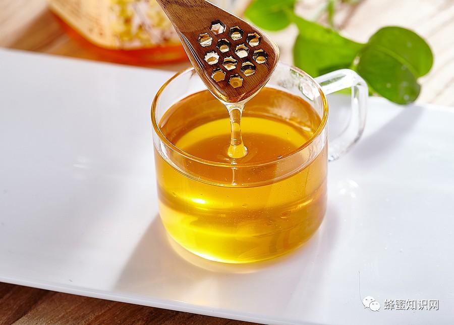 蜂蜜中沉淀物 蜂蜜和榴莲能一起吃吗 用蜂蜜开壶 蜂蜜可以和橘子一起吃吗 杰克丹尼蜂蜜