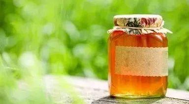 喉咙痛喝蜂蜜水 取蜂蜜过程视频 蜂蜜枸杞柚子茶 引入蜂种 蜂蜜中的糠醛