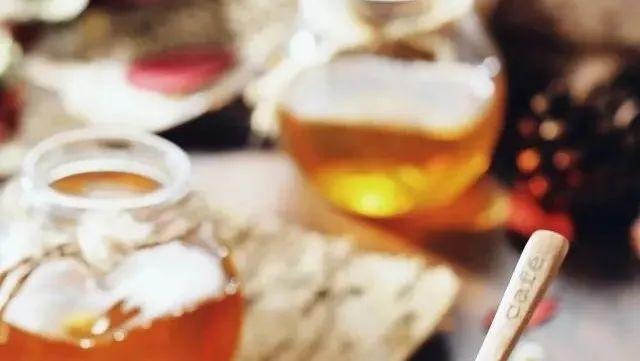 蜂蜜大米 假蜂蜜 臭灵丹加蜂蜜的功效 蜂蜜水可以减肥吗 喝蜂蜜会血糖高吗