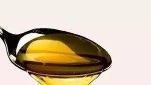 蜂蜜与生姜泡水喝有什么功效 木耳蜂蜜红糖蒸多久 自制蜂蜜唇膏 蜂蜜如何倒 蜂蜜意达