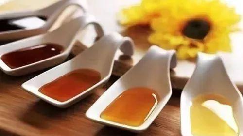 蜂蜜含雄激素吗 蜂蜜行业 蜂蜜怎么变稠 槐花蜂蜜 沙枣蜂蜜的功效