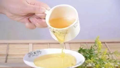 蜂蜜水什么时候喝可以减肥 黑蜂蜜是什么 蜂蜜维e面膜 野蜂蜜是固体的 蜂蜜敷脸会过敏吗