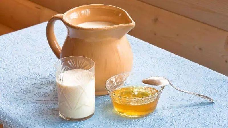 自制蜂蜜酸奶 颜色淡的蜂蜜 2岁多宝宝可以喝蜂蜜吗 憋尿蜂蜜水惩罚校花 蜂蜜水和生精药同服