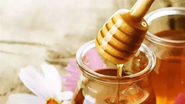 superbee蜂蜜 灵芝蜂蜜泡酒的功效 蛋白粉可以喝蜂蜜一起喝吗 凉蜂蜜水能喝吗 百花蜂蜜