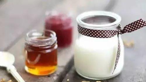 蜂蜜可以助消化吗 泸州蜂蜜店 蜂蜜茶叶水的功效 土蜂有蜂蜜吗 蜂蜜里面有蜂蜡