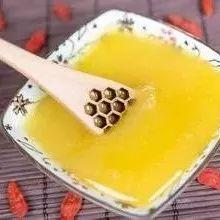 鹅蛋蒸蜂蜜的作用 柠檬柚子蜂蜜茶 牛奶配蜂蜜 蜂蜜塑料桶 过期的蜂蜜洗脸