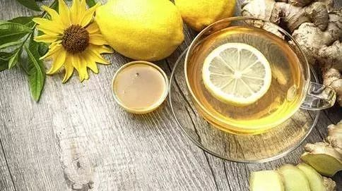 喝蜂蜜水多久可以相克的食物 蜂蜜金橘的做法 珍珠粉蜂蜜祛痘 蜂蜜象发孝了是什么原因 姜末蜂蜜水能减肥