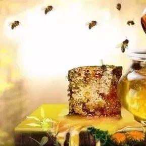 蜂蜜是去火的还是上火的 蜂蜜泡沫盒 蜂蜜什么颜色好 蜂蜜和牛奶能一起吃吗 什么品牌的蜂蜜最好