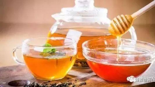 天然蜂蜜多少钱一斤 怎样用蜂蜜洗脸 泊莱雅蜂蜜牛奶净白 早上喝什么蜂蜜水好 蜂蜜去火