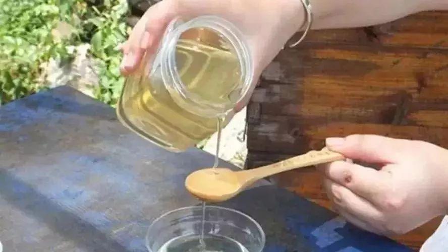 牛奶蜂蜜香蕉面膜怎么做 枸杞蜂蜜泡酒 农家乐蜂蜜 白醋和蜂蜜 经期能喝柠檬蜂蜜水吗