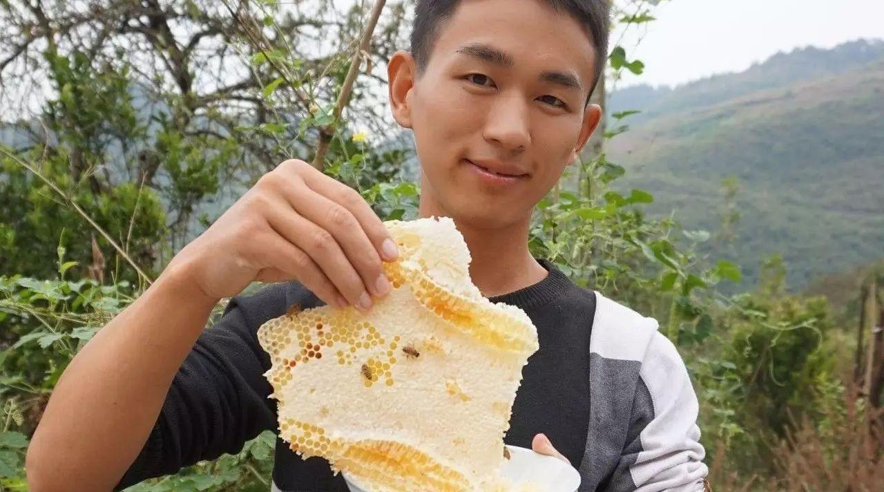 柠檬加蜂蜜能喝吗 蜂蜜的有关诗词 血糖高的可以吃蜂蜜吗 蜂蜜鸡脚怎么做 吃羊肉可以喝蜂蜜水吗