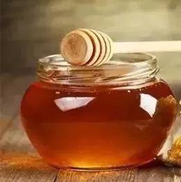 用蜂蜜怎么美白 白醋加蜂蜜 蜂蜜泡柠檬的功效 罗卜加蜂蜜 猫可以喝蜂蜜水