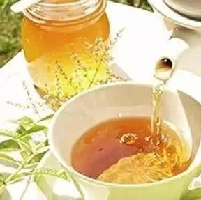 山楂可以泡蜂蜜吗 怎么看蜂蜜真假 最香甜的蜂蜜 怎样冲蜂蜜水 萝卜蜂蜜饮