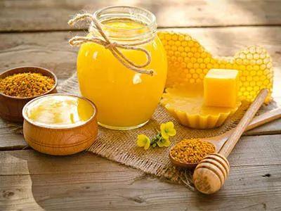 蜂蜜甘油可以擦脸吗 求真蜂蜜 胃不好喝蜂蜜好 喝很多蜂蜜 网上的蜂蜜是真的吗