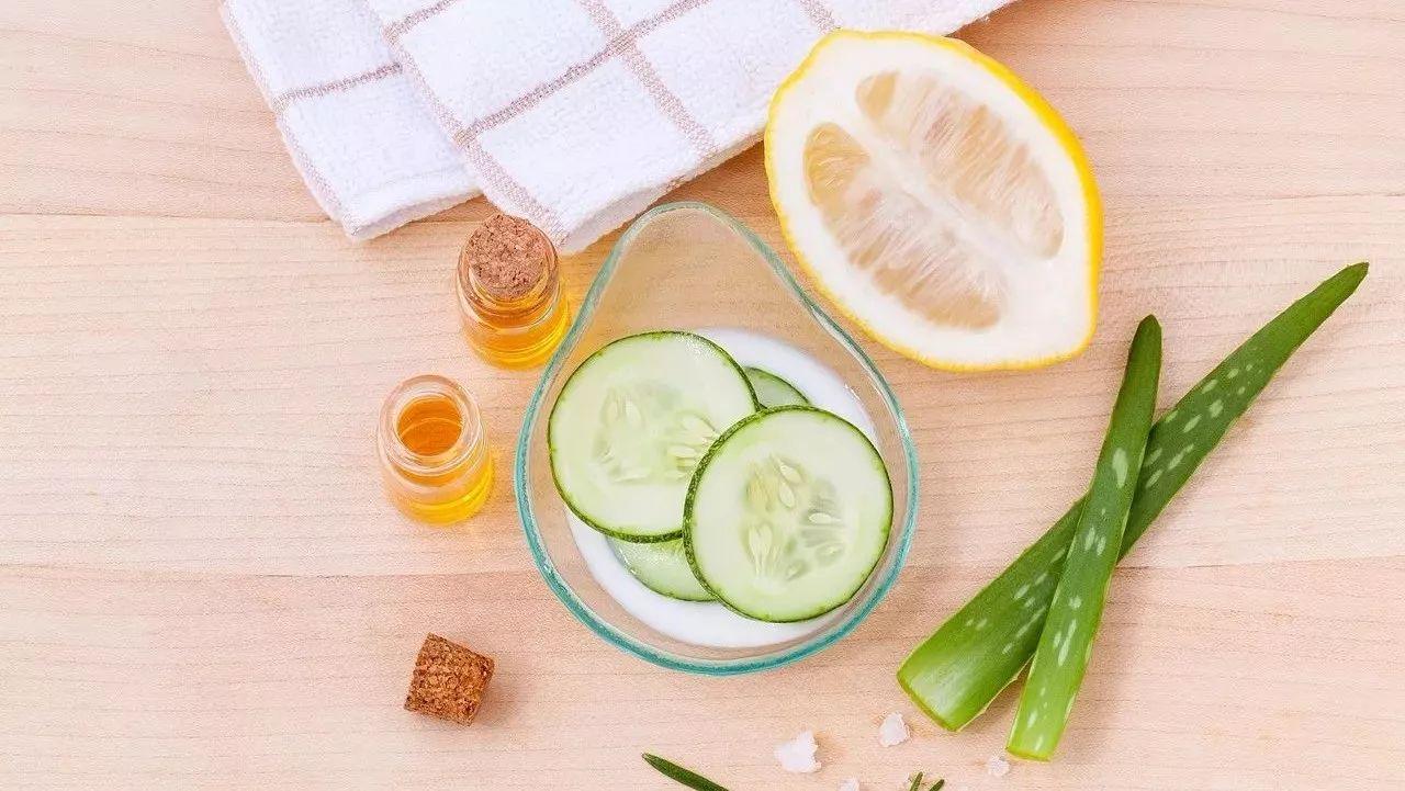 蜂蜜中的维生素 叶逢春野蜂蜜 发烧蜂蜜 蜂蜜水什么时候喝好有什么功效 青少年喝蜂蜜水好吗
