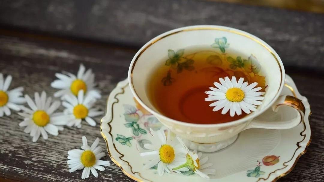 蜂蜜含什么 蜂蜜温水泡 椴树结晶蜂蜜 蜂蜜可以当润唇膏吗 玻璃苣蜂蜜