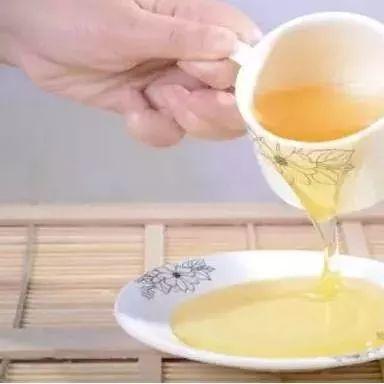 蜂蜜牛奶洗脸 蜂蜜和韭菜一起吃 养蜂人女儿告诉你蜂蜜的真相 武汉蜂蜜专卖 哪里有蜂蜜卖