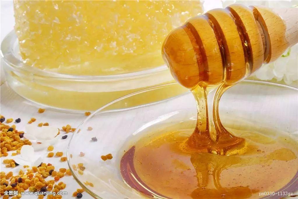 蜂蜜开水有什么功效 飞机上蜂蜜能托运吗 桂花泡蜂蜜的功效 早上喝盐水还是蜂蜜水 排毒养颜的蜂蜜