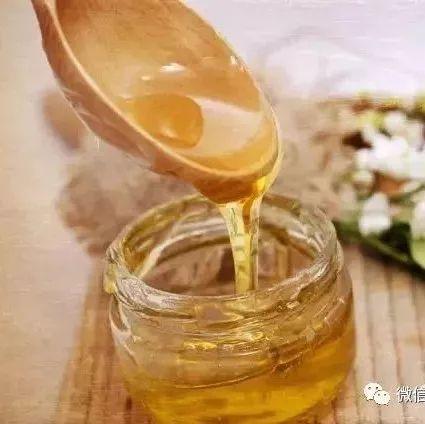 蜂蜜水不能空腹喝 蜂蜜网络营销方案 蜂蜜什么时间喝最好 蜂蜜黄油杏仁哪有买吗 蜂蜜泡香蕉做法