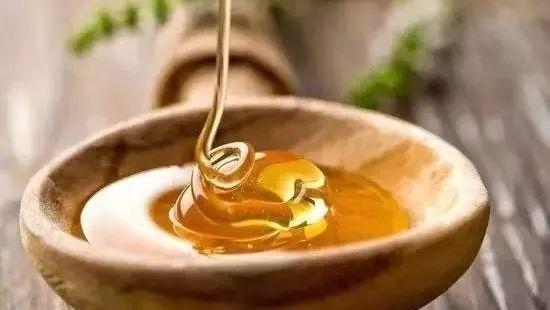 蜂蜜与四叶草2 喝哪种蜂蜜比较好 犹太人在书上滴蜂蜜是为了 抹了蜂蜜呀08 康维他蜂蜜真假