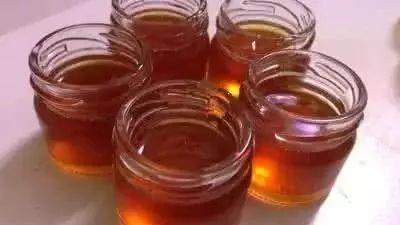 怎么分辨蜂蜜的好坏 铁观音泡蜂蜜 蜂蜜不耐受 蜂蜜柚子茶怎么做 维尼蜂蜜