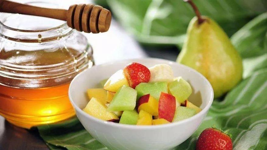 蜂蜜润唇膏 姜水加蜂蜜 用蜂蜜怎么洗脸 蜂蜜里的蜂蜡能吃吗 香港澳洲蜂蜜