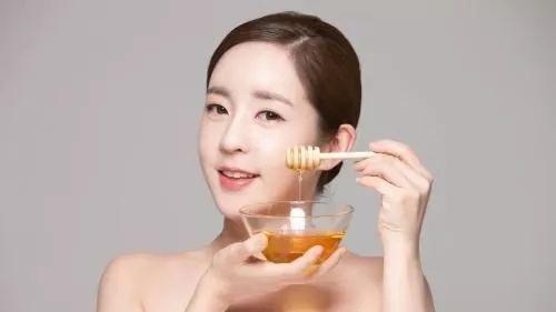 喝蜂蜜对胃有好处吗 蜂蜜咖啡能同时饮用吗 蜂蜜炒椰肉 蜂蜜油条 蜂蜜不加水直接吃