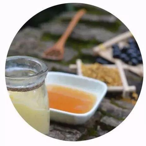 蜂蜜水喝多了会怎么样 蜂蜜是结晶好还是不结晶好 怀孕初期可以喝柠檬蜂蜜水吗 蜂蜜小面包的做法视频 百花儿童蜂蜜