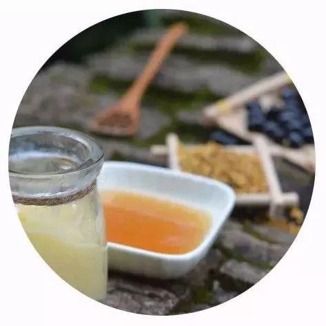 蜂蜜用开水冲 孕妇睡前能喝蜂蜜水吗 蜂蜜绿茶每天喝多少 蜂蜜店铺 慢性胃炎能吃蜂蜜