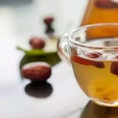 蜂蜜柠檬止咳 蜂蜜结晶还能吃 蜂蜜有哪些营养成分 黑芝麻蜂蜜糖 蜂蜜和葱一起吃了怎么办