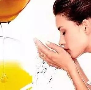 蜂蜜水吃几杯好一天 蜂蜜喝多了长胖 蜂蜜牛奶面粉面膜 蜂蜜和地瓜 蜂蜜加牛奶喝的好处