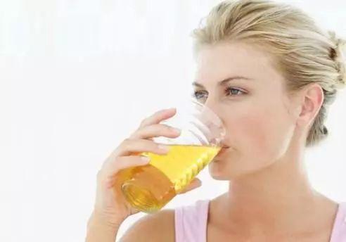 冬季与蜂蜜 吃蜂蜜会早熟吗 男人睡前喝蜂蜜水好吗 蜂蜜自制 蜂蜜甜酒