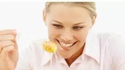 蜂蜜甘油可以擦脸吗 蜂蜜与四叶草桌面 蜂毒的功效与作用 土豆蜂蜜可以一起吃吗 金蜂蜜
