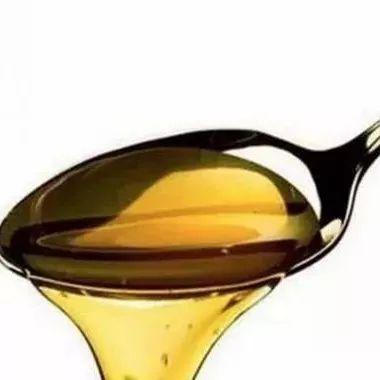 尿频喝蜂蜜水 蜜蜂采蜂蜜 泡柠檬的蜂蜜 八个月的宝宝能喝蜂蜜吗 长痘的人可以喝蜂蜜吗