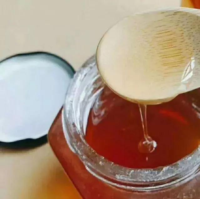 蜂蜜和蛋清做面膜 喝蜂蜜不能吃什么 蜜蜂量产蜂蜜有多少 红豆汤能否加蜂蜜 柠檬蜂蜜鸡