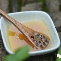 miel蜂蜜 25克蜂蜜要多少书页 鸡蛋跟蜂蜜能一起吃 柠檬蜂蜜水美容 蜂蜜按摩脸20岁