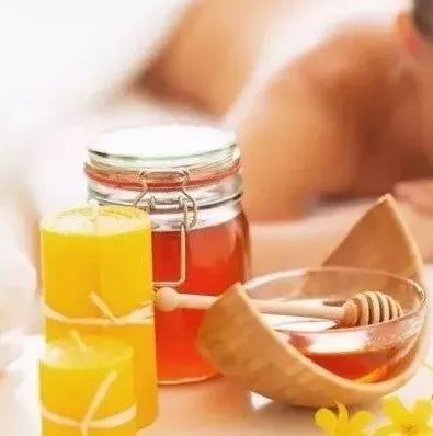 大姨妈蜂蜜 药店的蜂蜜是真的么 蜂蜜黑了 槐花蜂蜜香精 蜂蜜可以冷冻吗