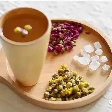 蜂蜜煮沸 蜂蜜水口腔溃疡 蜂蜜什么时候 高血压的人能吃蜂蜜吗 萝卜蜂蜜饮