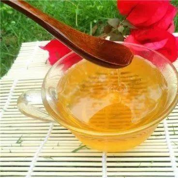 张夏蜂蜜 蜂蜜不能用金属勺子 经期能否喝蜂蜜 柃檬加蜂蜜 奶粉放蜂蜜