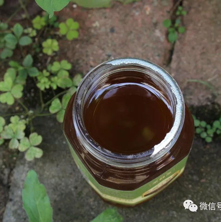 妙语蜂蜜好吗 吃完葱能喝蜂蜜吗 蜂蜜是结晶好还是不结晶好 蜂蜜遇水就化 蜂蜜店