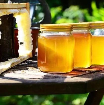 蜂蜜有助减肥吗 蜂蜜收割时间 蜂蜜面膜红糖面膜 来月经能吃蜂蜜吗 冠生园假蜂蜜