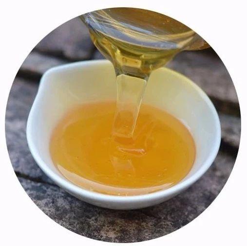蜂蜜生姜水的神奇疗效 晚上能喝蜂蜜水吗 蜂蜜的检测方法 三七粉加蜂蜜面膜 儿童可以吃蜂蜜吗